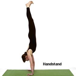 handstand merupakan latihan untuk kekuatan otot  kecil